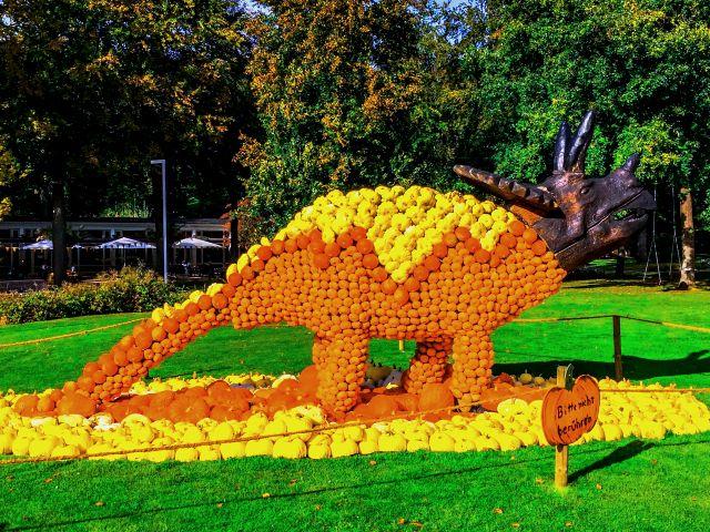 Kürbis-Dinosaurier auf dem Kürbisfestival